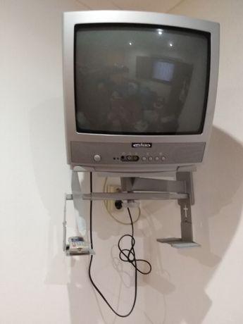 Televisão com suporte