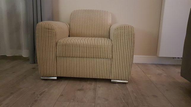 Fotele używane po tapicerskiej renowacji.