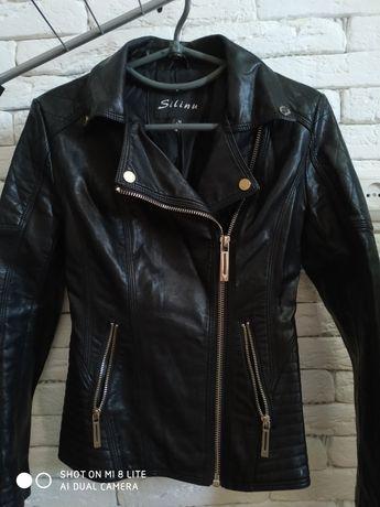 Куртка жіноча в ідеальному стані