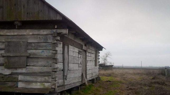 земельна ділянка з деревяним зрубом