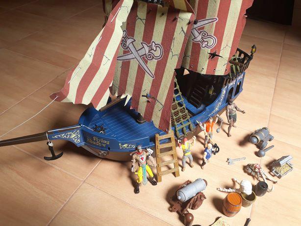Brinquedo Barco Pirata