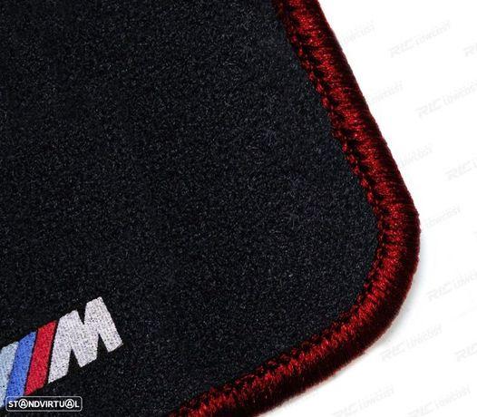 TAPETES VELUDO COM SÍMBOLO M BMW SERIE 3 E30 82-94 CONTORNO VERMELHO