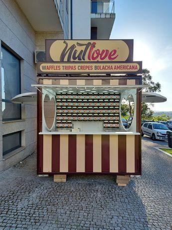 Quiosque de vendaambulante de street food - pronto a trabalhar
