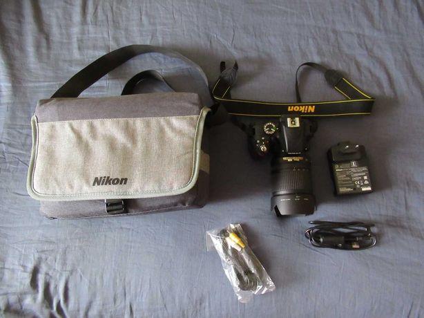 Aparat NIKON D3300 Obiektyw Nikkor 18-105mm Przebieg 760 Zdjęć