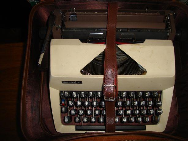 Stara maszyna do pisania Łucznik