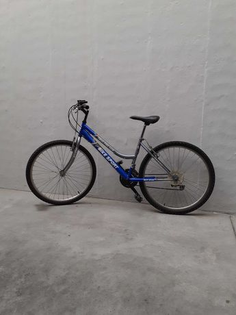 Bicicleta todo o terreno azul
