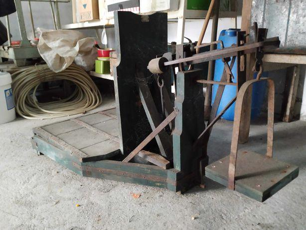 Balança antiga em madeira
