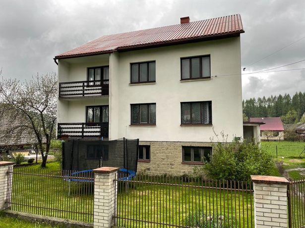 Dom w górach, *Ujsoły*, do domu przynależy budynek gospodarczy