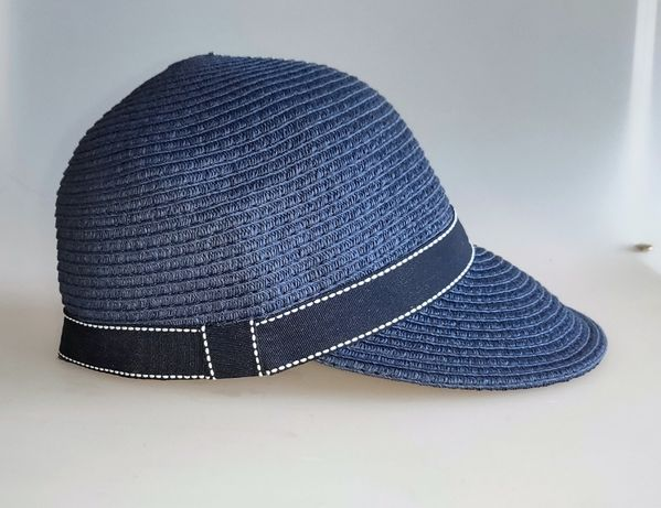 czapka z daszkiem jak kapelusz z papierowej słomy