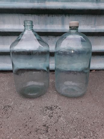 Бутыль 20 литров.