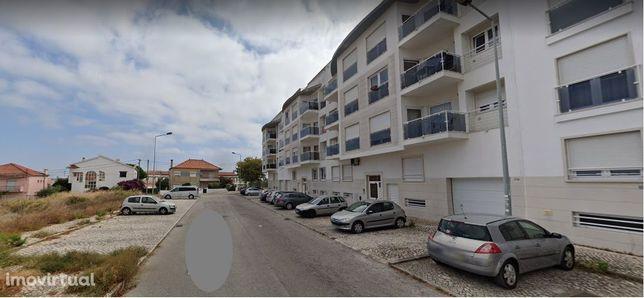Apartamento T2, mobilado, em zona tranquila e óptima exposição solar