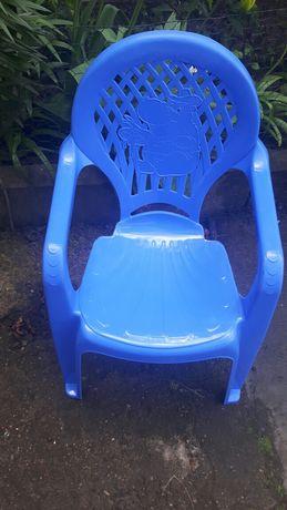 Krzesełko plastikowe.