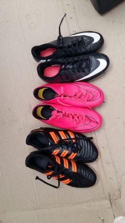Chuteiras Nike e Adidas