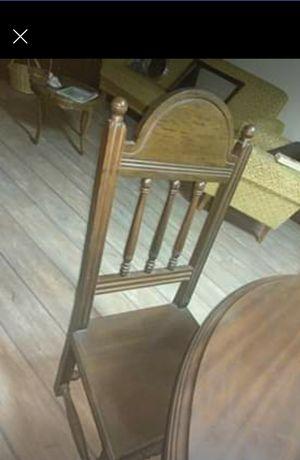 Mesa extensível em madeira com 4 cadeiras