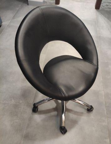Fotel biurowy Ringo czarny obrotowy