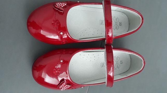 Nowe czerwone lakierki (balerinki ze skórą w środku), rozm. 33