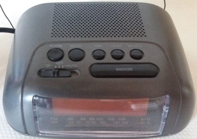 Despertador rádio antigo