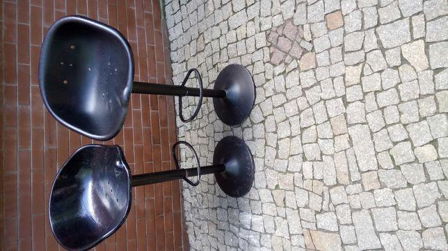 krzesła hokery metalowe