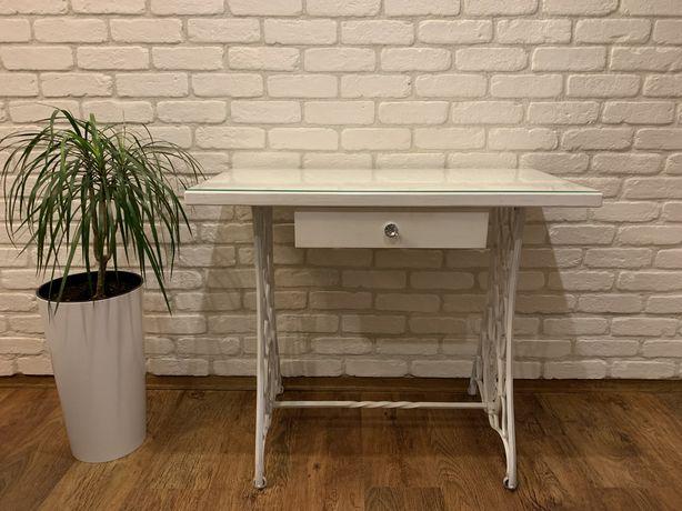 Biała toaletka stolik z maszyny singer do szycia drewniany blat biurko