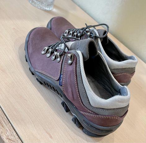 Жеские кроссовки