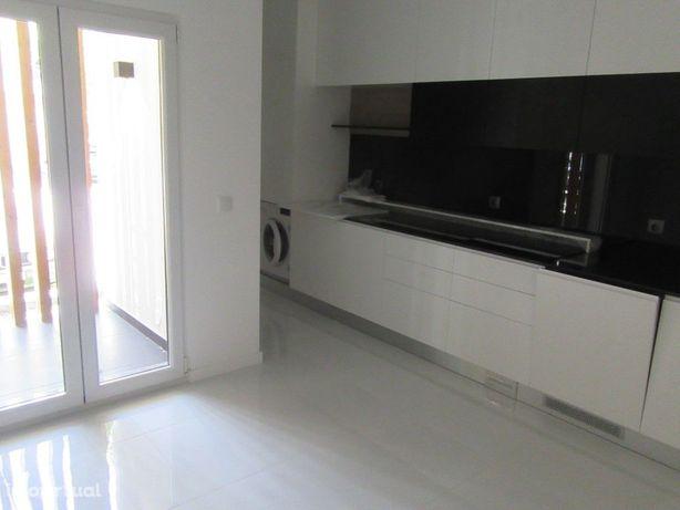 Apartamento T3 novo na Urbanização Santa Clara.