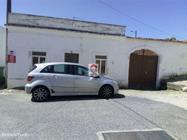 Moradia com anexos e logradouro em Pontével