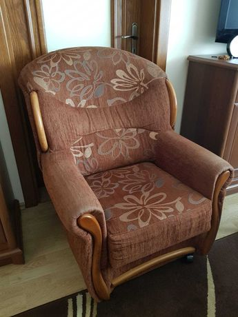Dwa fotele z dębowym zdobieniem