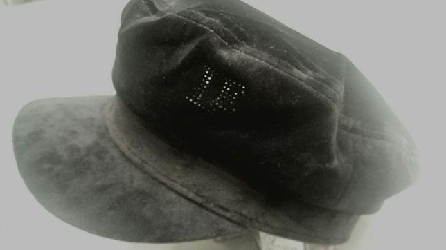 Czarny kaszkiet z aksamitu z monogramem