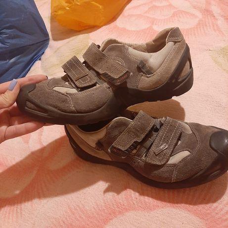 Продам кроссовки  Ricosta