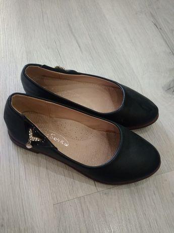 Туфлі ботінки 32 ,19.5см, в стані майже нових, мінімальні сліди носки.
