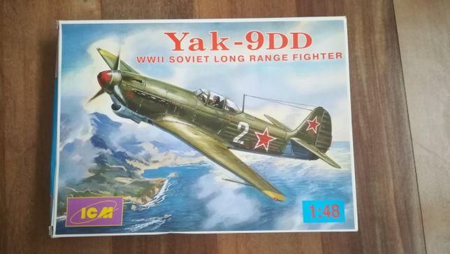 Kit de modelismo - 1/48 Yakovlev Yak-9DD - ICM