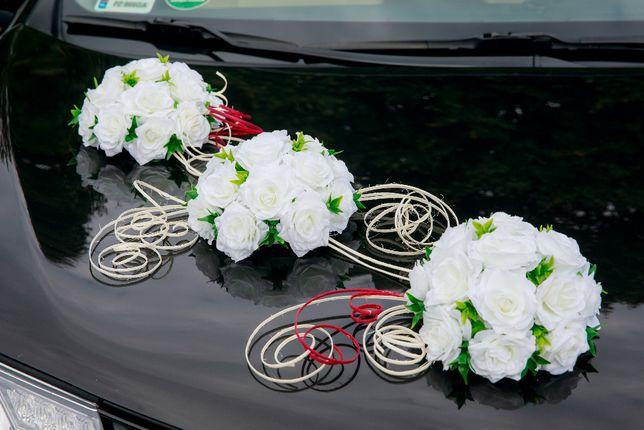 Dekoracja ślubna na samochód