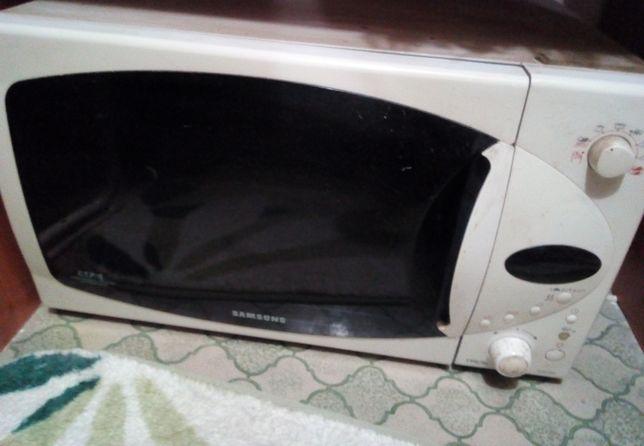 Микроволновая печь Samsung CE2974NR