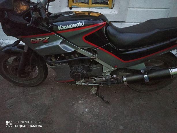 Продам запчасти на Kawasaki GPZ 500