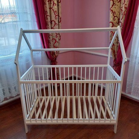 Дитяче ліжечко-хатинка