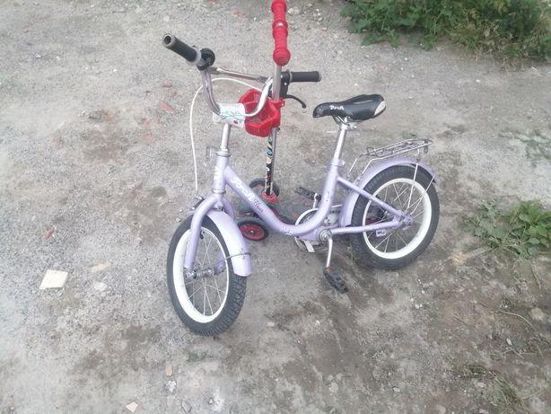 Велосипед в непоганому стані є бокові колеса, все працює.