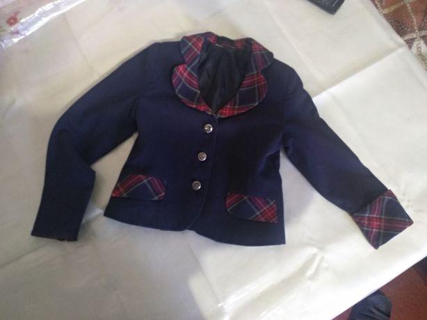 Пиджак на девочку 1класс.