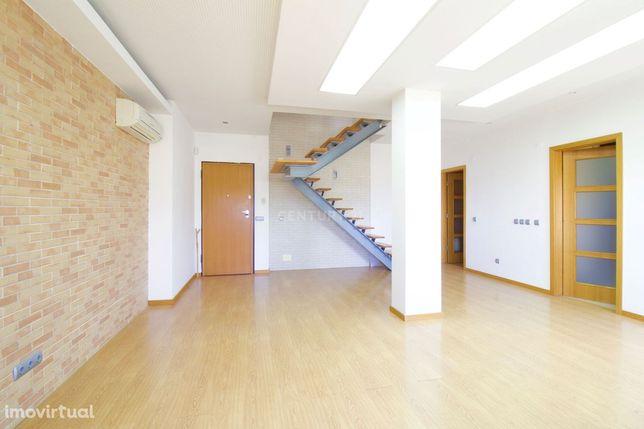 Apartamento T0+2 Duplex - S. João de Caparica