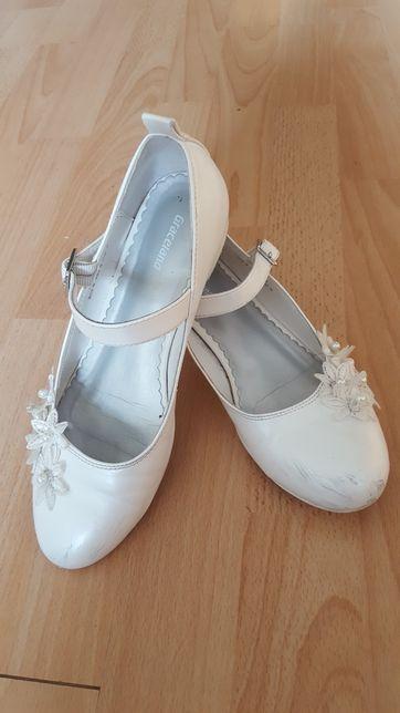 Buty komunijne biale eleganckie galowe