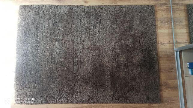 Dywan brązowy z gęstym włosem