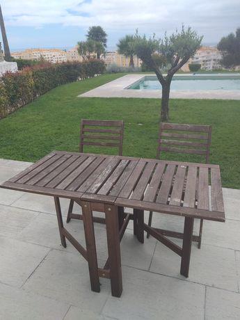 Mesa para 4 pessoas + 2 Cadeiras