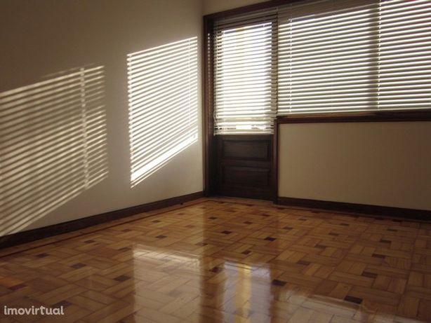 Apartamento T3 na Avenida Fernão Magalhães