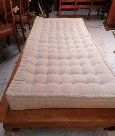 Łóżko jednoosobowe z materacem