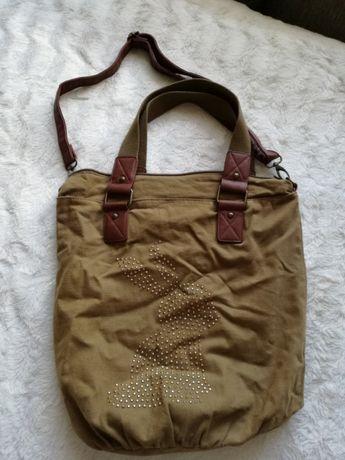 Zielona torba z paskiem