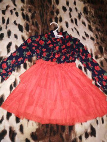 Продам красивое платье для девочки до длинного рукава.