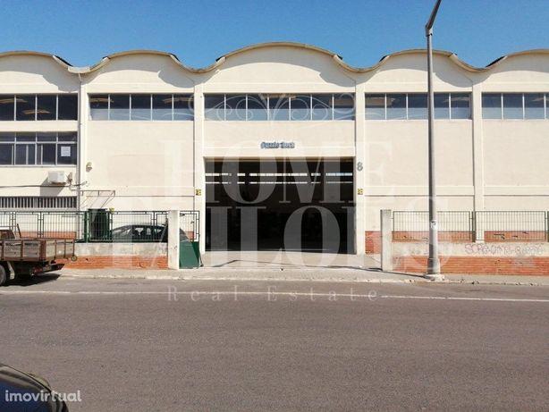 Escritórios/Armazém, na zona Industrial de Vale Figueira,...