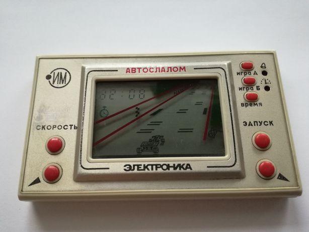 Rosyjska gra elektroniczna Autoslalom z 1990 roku-uszkodzona