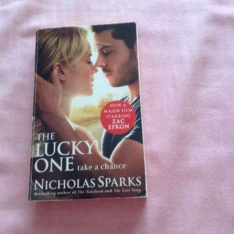 2 Livros formato bolso Nicholas Sparks (em inglês)e Almeida Garrett