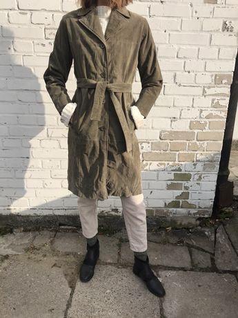 Skórzany oliwkowy płaszcz/trencz S