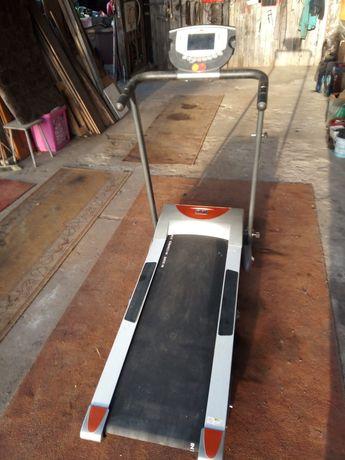 bieżnia elektryczna Body Treadmill BT3150I.